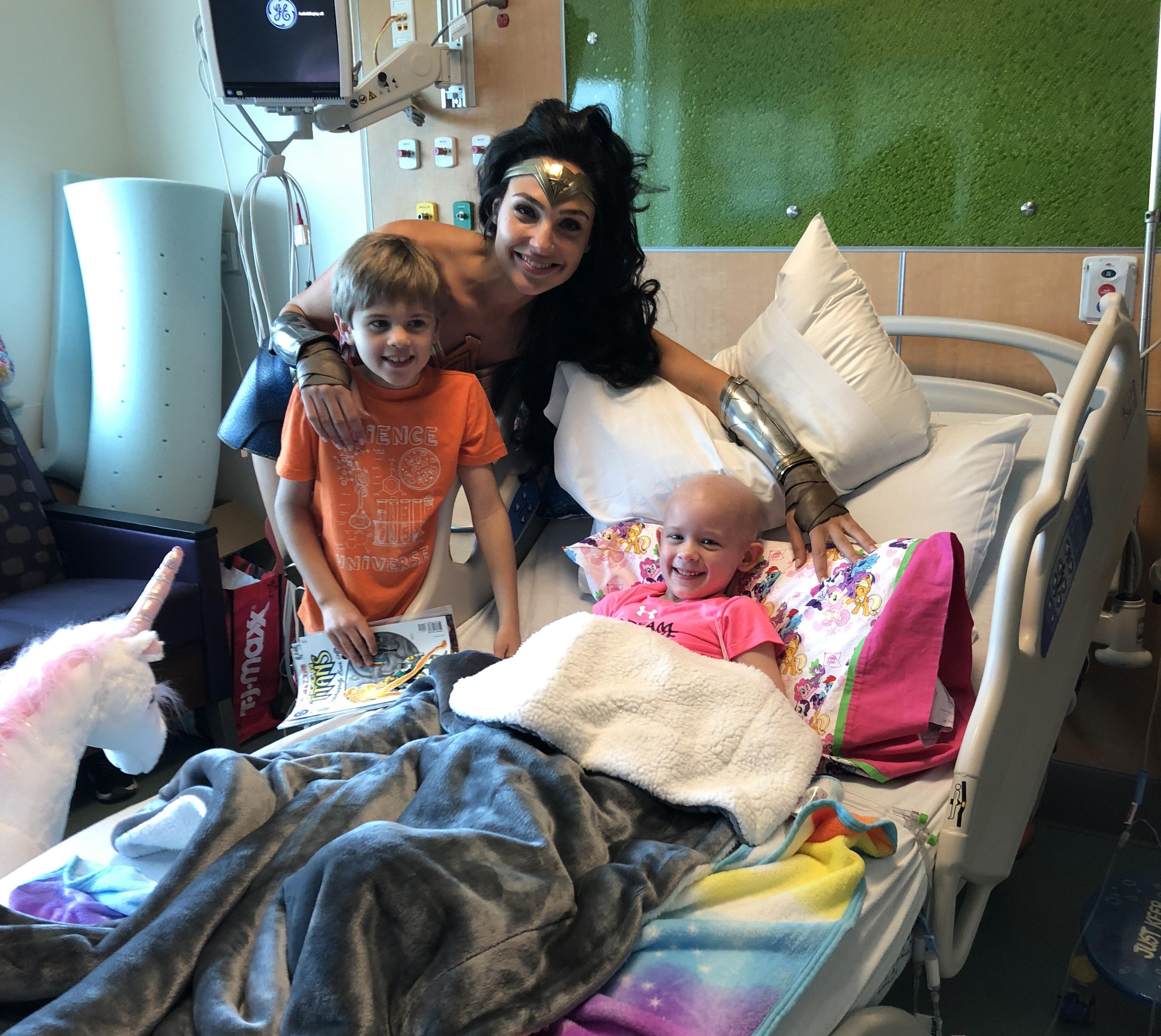Wonder Woman Gal Gadot Visits Inova Children S Hospital