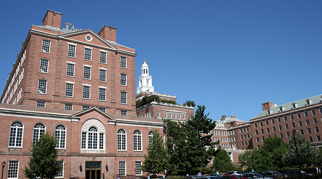 """<a href=""""https://upload.wikimedia.org/wikipedia/commons/c/c5/Aetna_building_in_Hartford%2C_Connecticut_3%2C_2009-09-02.jpg"""">""""Aetna building in Hartford, Connecticut""""</a> by Ragesoss is licensed under <a href=""""https://creativecommons.org/licenses/by/2.5/"""">CC BY 2.5</a>"""