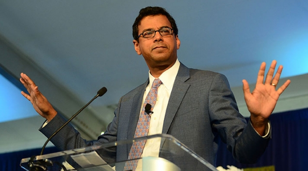 Atul Gawande, MD, delivering a speech at aGeisinger Health System event in Pennsylvania in 2015. Photo by Lisa Lake, Getty Images