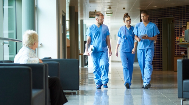 Hospital physicians score better on internal review sites than