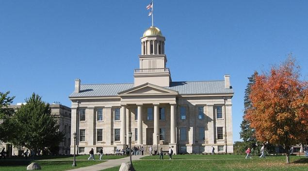 """Old capitol building in Iowa City. Credit: Billwhittaker, <a href=""""https://en.wikipedia.org/wiki/Iowa_Old_Capitol_Building#/media/File:Old_Capitol_Iowa_City.jpg"""" target=""""_blank"""">Wikimedia</a>"""
