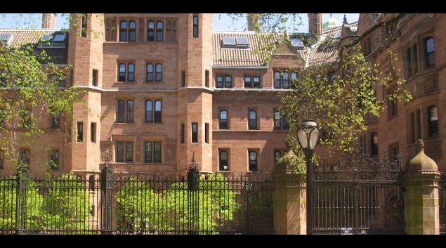 "Vanderbilt Hall at Yale University <em><a href=""http://commons.wikimedia.org/wiki/File:Vanderbilt_Hall_at_Yale_university.jpg"">(Wikipedia)</a></em>"
